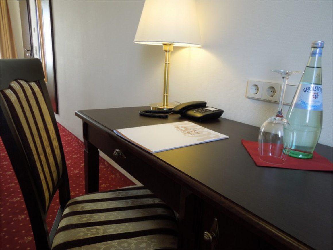 Schreibtischzimmer3